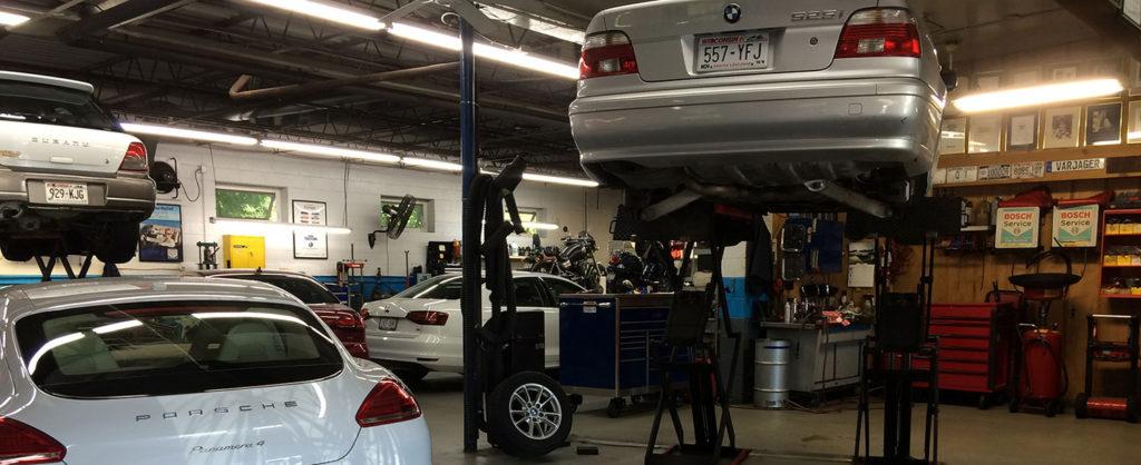 Image: Porsche, BMW, Subaru in shop